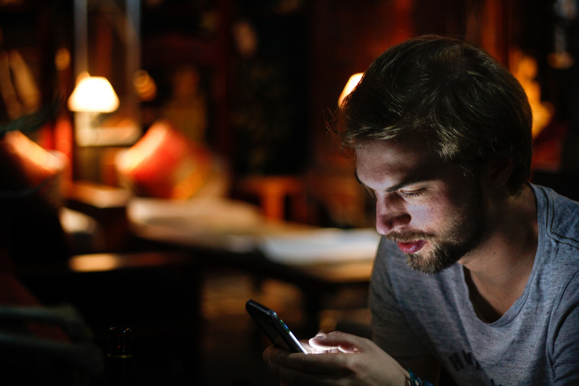 Learn to Watch TV Online on a Phone with these Apps